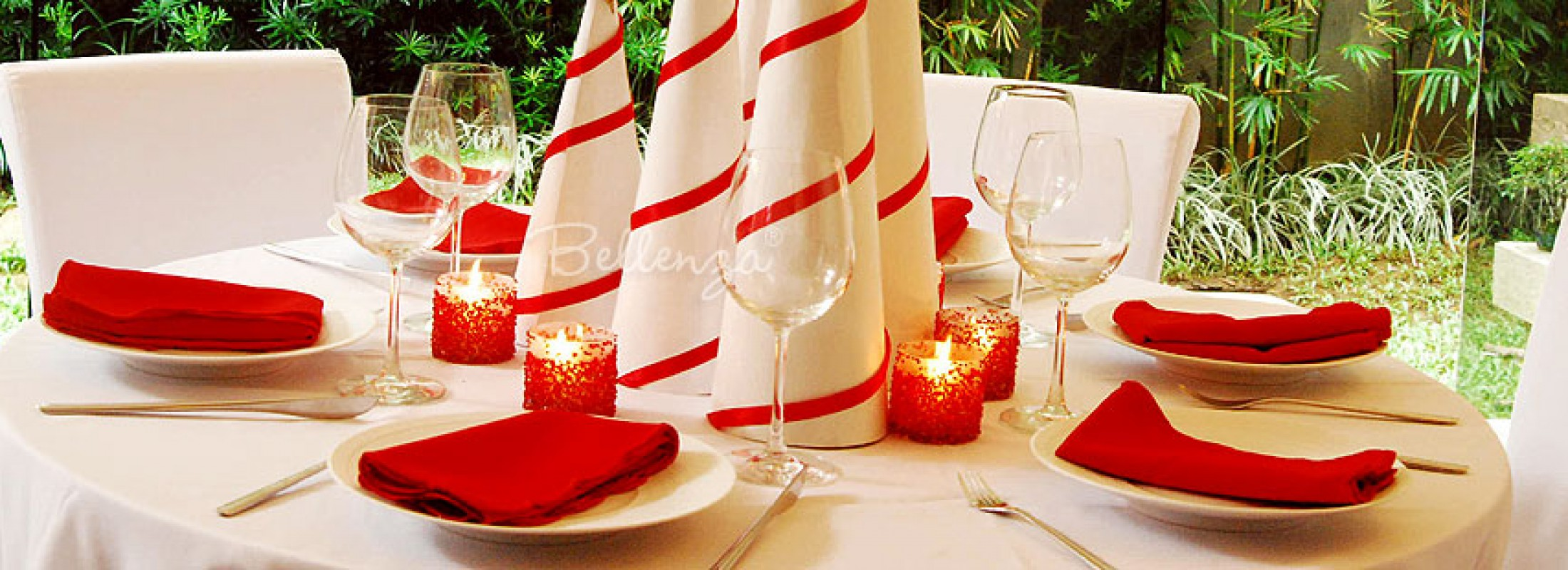 Simple Yet Festive Holiday Table Decorations