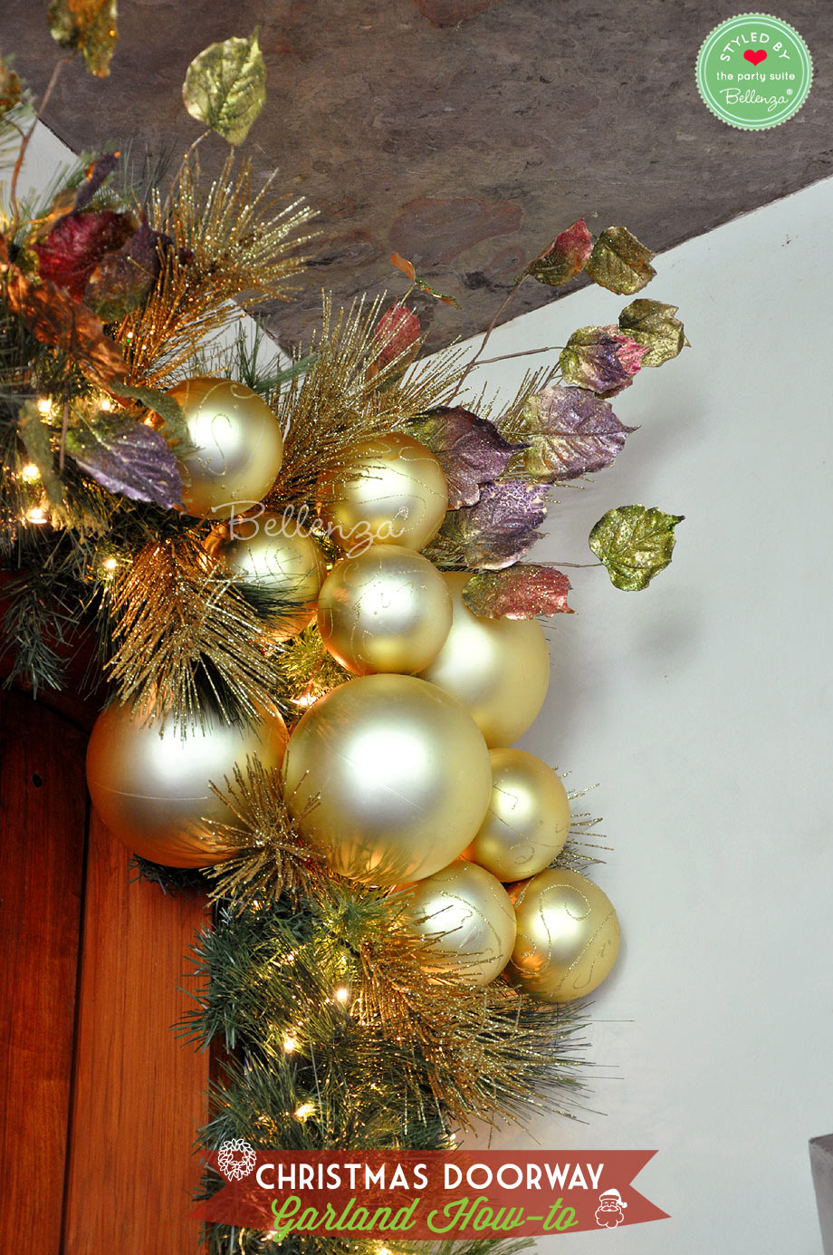 Gold baubles for Christmas decor // Bellenza.