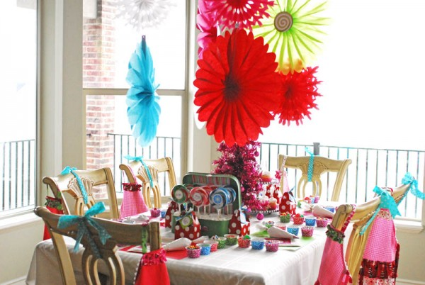 Childrens Christmas Party Activities That Are Interactive - House party decoration