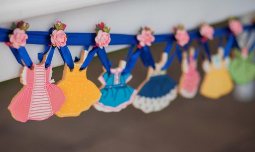 Paper doll theme for 1st birthday from from Festa Com Gosto