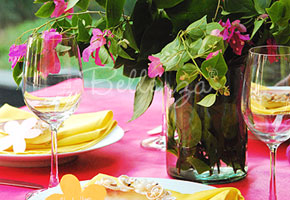 Fuchsia yellow tablesetting