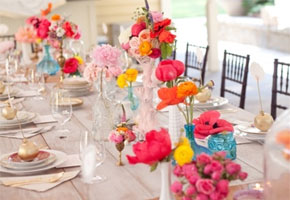 Bright Floral Centerpieces for a Summer Wedding