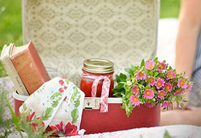 Pretty Ways to Host a Bridal Shower Picnic in Pink Paisley