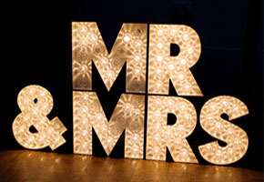 Mr. and Mrs. Signs : Fun Ideas for Making a Statement!