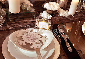 Winter wonderland place settings with snowflake menu card| Bellenza winter wedding styled shoot