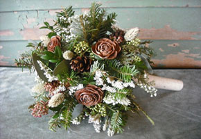 Romantic Winter Bouquets with a Vintage + Rustic Style!