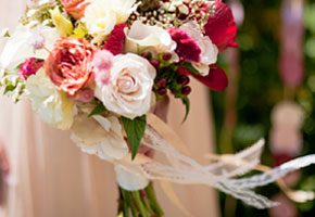 8 Lovely Ways to Use Ribbons on Wedding Bouquets!