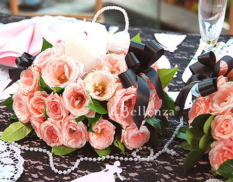Pink rose and black centerpieces