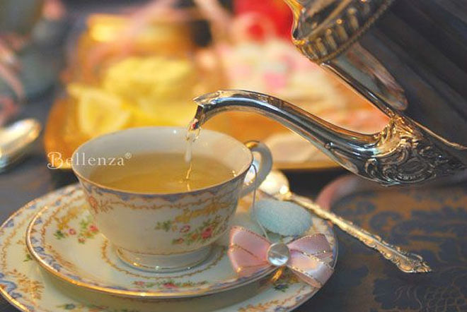 Vintage silver tea pot // Bellenza styled shoot