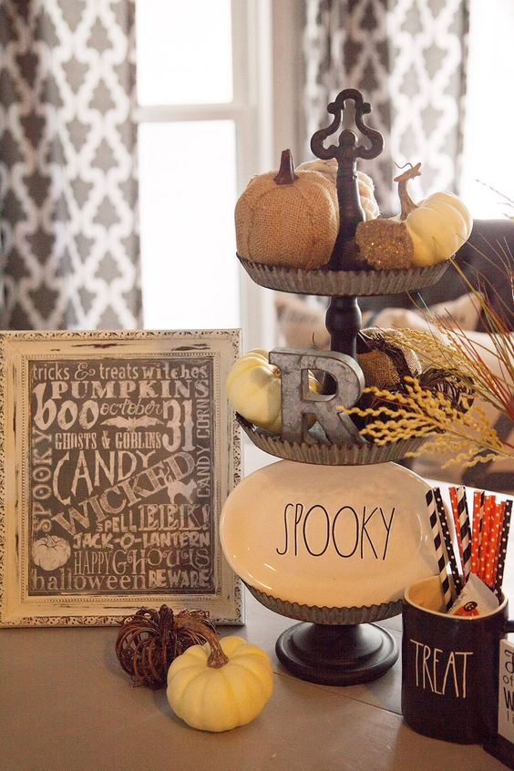Rustic vignette for Halloween via Design DIY Ideas.