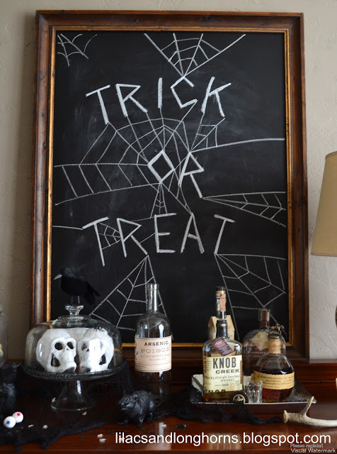 Halloween chalkboard sign vignette via Lilacs and Longhorns.