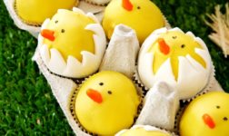 Yellow chick cake pops by Bird's Party