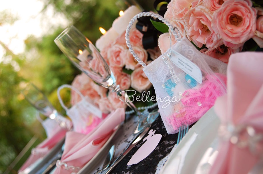 Pretty white pocketbook favors for guests that can be filled with candies.