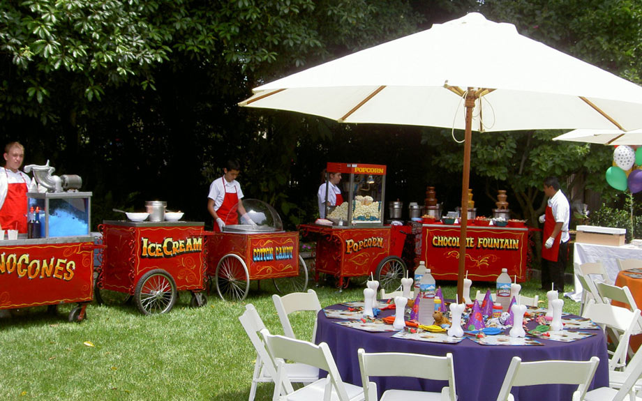 Carnival Theme. Photo via Let's Have a Cart Party.