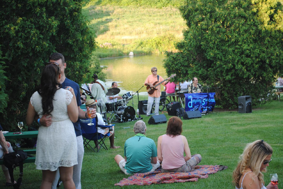 Jazz PicnicTheme -Photo via  Millbrook Vineyards and Winery