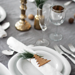 Rustic table setting via Stylizimo.