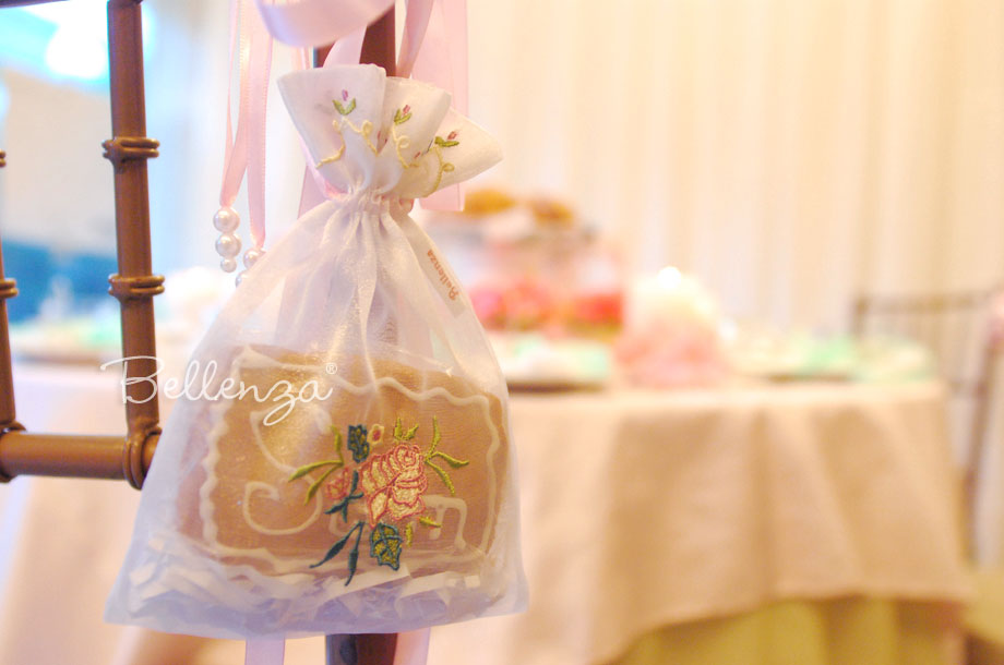 #7 Fabric organza bags with embroidery for tea party cookie favors available at Bellenza.