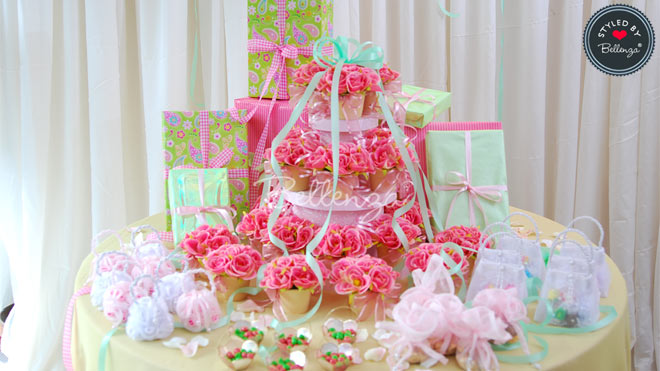 Pink and Mint Green Favor Presentation Table
