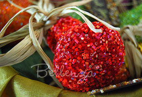 Red light bulb favor with glitter