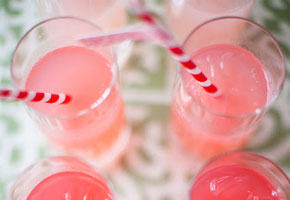 How to decorate your party drinks