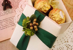 Emerald ribbon favor box