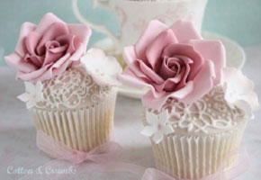 Vintage cupcakes for Valentine's favors
