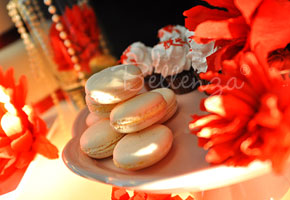 Cream macarons favors