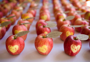 Apple place cards by Notes on a Wedding
