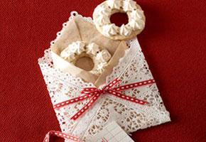 Cookie in a doily bag via BHG.com