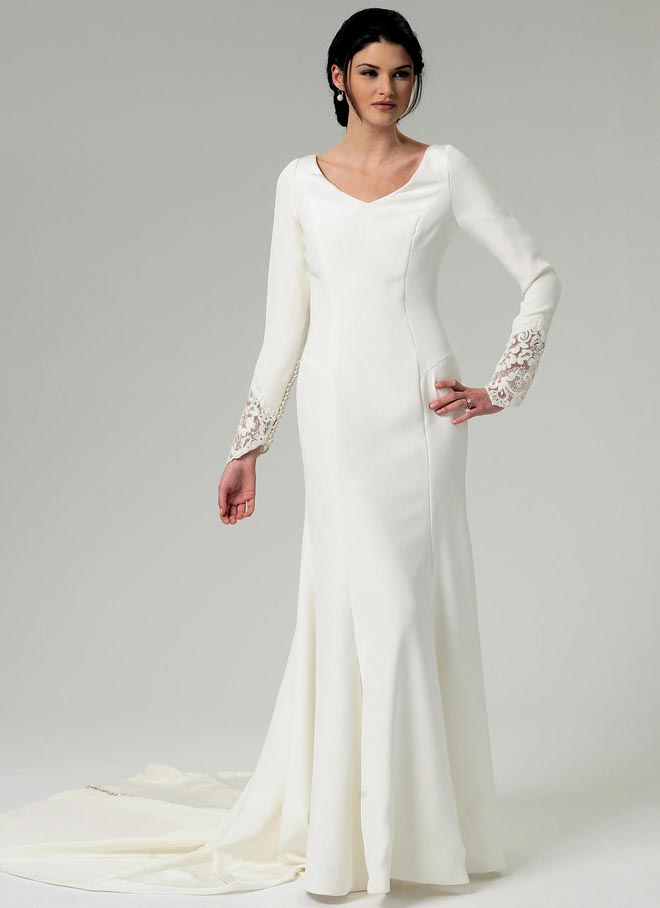Misses' Lace-Back Dress with Train (B5779)