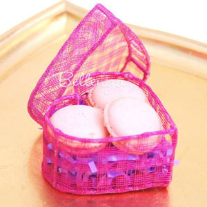 Pink heart favor box for macarons and cookies